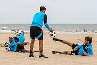 BERGEN AAN ZEE - 25-07-2016, strandtraining AZ, AZ speler Ridgeciano Haps, AZ speler Alireza Jahanbakhsh, AZ speler Joris van Overeem