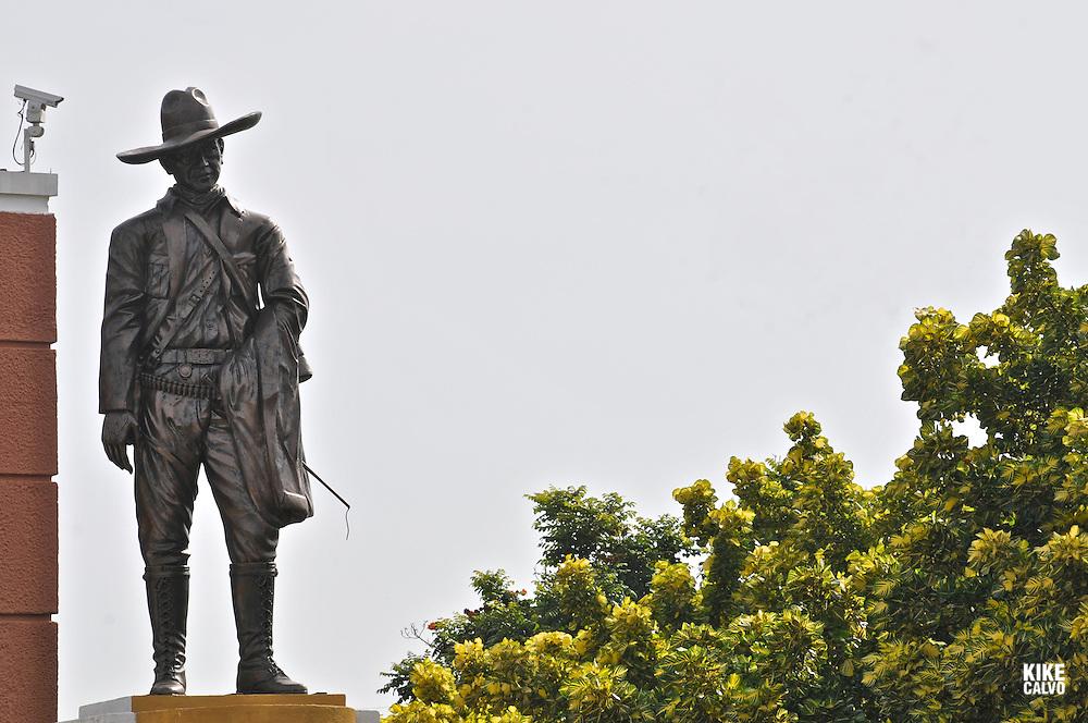 Sandino´s Sculpture. Casa de los Pueblos. Revolution Square