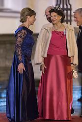Daniela Schadt mit Königin Silvia von Schweden bei der Ankunft zum Abendessen im Schloss Bellevue in Berlin / 051016<br /> <br /> ***State visit of the Swedish Royal Couple in Germany: Dinner at Bellevue Palace in Berlin, October 5, 2016***