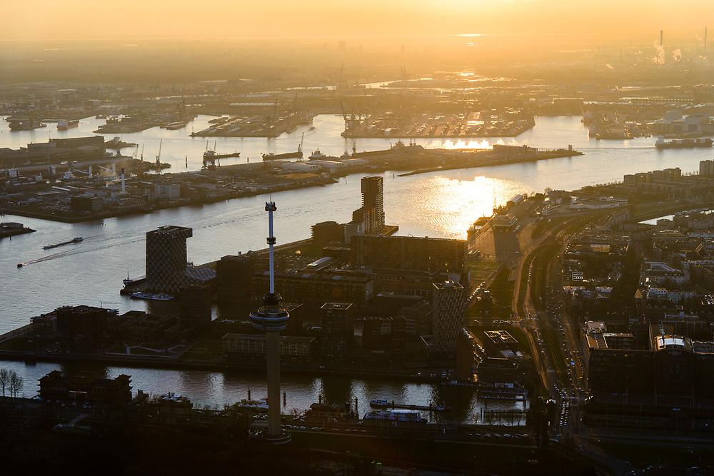Nederland, Zuid-Holland, Rotterdam, 07-02-2018; centrum Rotterdam en Delfsshaven, Euromast in Het Park, Nieuwe Maas met zicht op Sluisjesdijk en Waalhaven<br /> City centre Rotterdam with Euromast and river Nieuwe Maas (New Meuse).<br /> <br /> luchtfoto (toeslag op standard tarieven);<br /> aerial photo (additional fee required);<br /> copyright foto/photo Siebe Swart