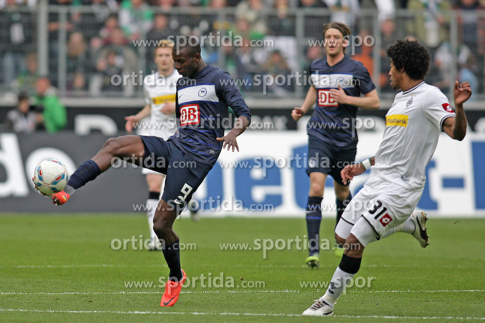 07.04.2012, Borussia-Park, Moenchengladbach, GER, 1. FBL, Borussia Moenchengladbach vs Hertha BSC, 29. Spieltag, im Bild v.l. Adrian Ramos (Hertha BSC Berlin), Dante (Borussia Moenchengladbach), Aktion // during the German Bundesliga Match, 29th Round between VBorussia Moenchengladbach and Hertha BSC at the Borussia Park, Moenchengladbach, Germany on 2012/04/07. EXPA Pictures © 2012, PhotoCredit: EXPA/ Eibner/ Oliver Vogler..***** ATTENTION - OUT OF GER *****