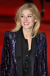 © licensed to London News Pictures. London, UK 05/12/2012. Rosamund Pike attending World Premiere of Les Miserables in Leicester Square, London. Photo credit: Tolga Akmen/LNP
