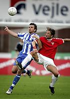 Fotball<br /> Danmark<br /> Foto: Polfoto/Digitalsport<br /> NORWAY ONLY<br /> <br /> OB's Morten Fevang og Vejles Nikolaj Hust i nærkamp i anden halvleg af den udsatte SAS-liga kamp fra 2. runde mellem Vejle og OB, som blev afviklet på Vejle Stadion, onsdag. Vejle tabte kampen 1-3