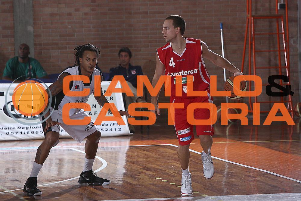 DESCRIZIONE : Castelfiorentino Lega A 2009-10 Basket Torneo V. Martini Virtus Bologna Bancatercas Teramo<br /> GIOCATORE : Ryan Hoover<br /> SQUADRA : Bancatercas Teramo<br /> EVENTO : Campionato Lega A 2009-2010 <br /> GARA : Virtus Bologna Bancatercas Teramo<br /> DATA : 12/09/2009<br /> CATEGORIA : palleggio<br /> SPORT : Pallacanestro <br /> AUTORE : Agenzia Ciamillo-Castoria/C.De Massis