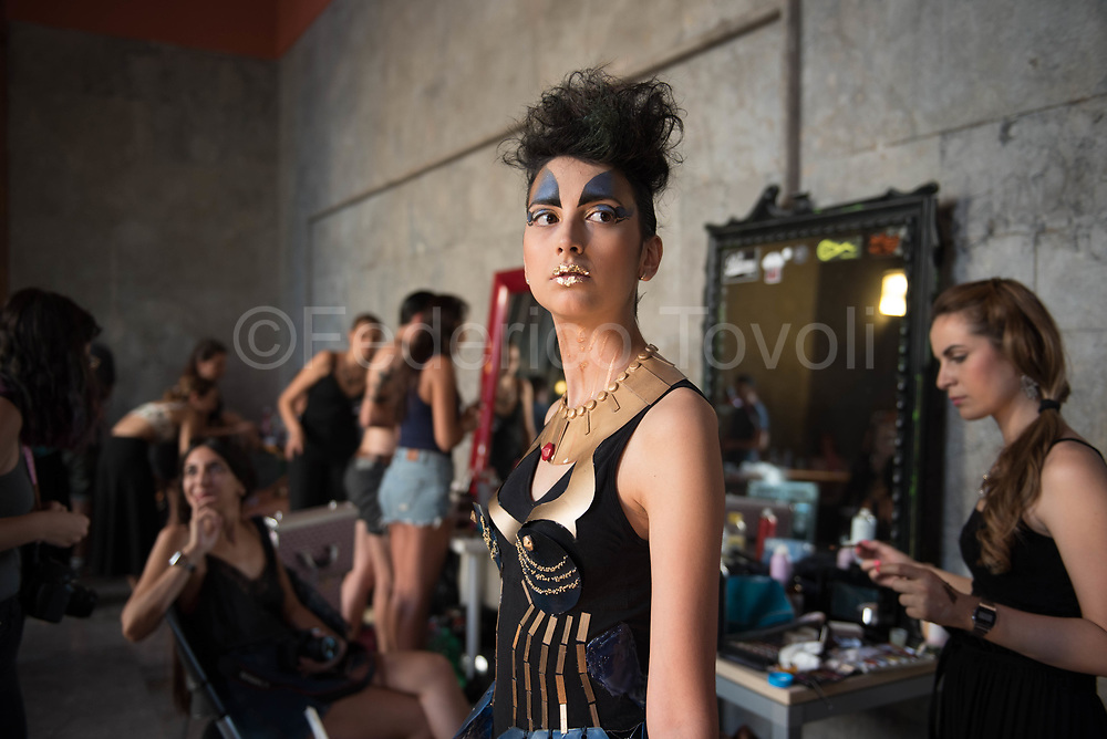 Smoda is a show of young Palermo stylists who are held every year at the palace of the post office, often the clothes are themed, in this case they wanted to highlight environmental and economic problems