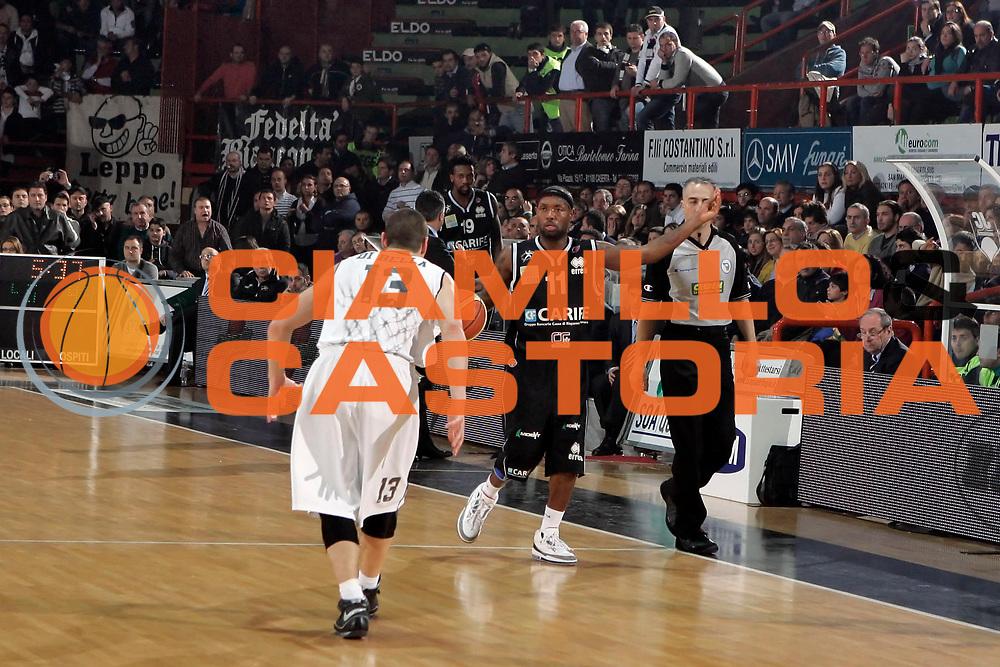DESCRIZIONE : Caserta Lega A1 2008-09 Eldo Caserta Carife Ferrara<br /> GIOCATORE : Andre Collins<br /> SQUADRA : Carife Ferrara<br /> EVENTO : Campionato Lega A1 2008-2009 <br /> GARA : Eldo Caserta Carife Ferrara<br /> DATA : 15/03/2009<br /> CATEGORIA : palleggio<br /> SPORT : Pallacanestro <br /> AUTORE : Agenzia Ciamillo-Castoria/A.De Lise