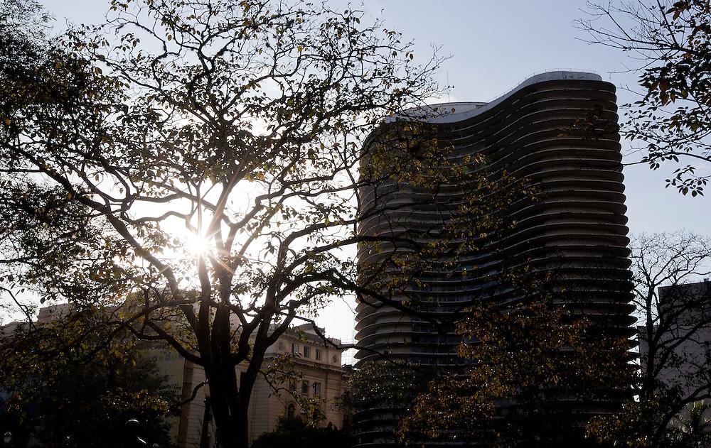 Belo Horizonte_MG, Brasil...Edificio Niemeyer, projetado por Oscar Niemeyer na Praca da Liberdade em Belo Horizonte, Minas Gerais...The Niemeyer Building, designed by Oscar Niemeyer at Liberdade square in Belo Horizonte, Minas Gerais...Foto: BRUNO MAGALHAES / NITRO
