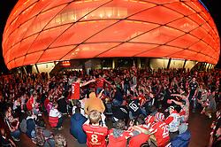 THEMENBILD - die Allianz Arena in Muenchen, im Bild Fans des FC Bayern Muenchen feiern vor der ALLIANZ ARENA einen Heimsieg, Aussenansicht, Bild aufgenommen am 16.04.2013, Allianz Arena, Muenchen, Deutschland. EXPA Pictures © 2013, PhotoCredit: EXPA/ Eibner/ Bert Harzer..***** ATTENTION - OUT OF GER *****