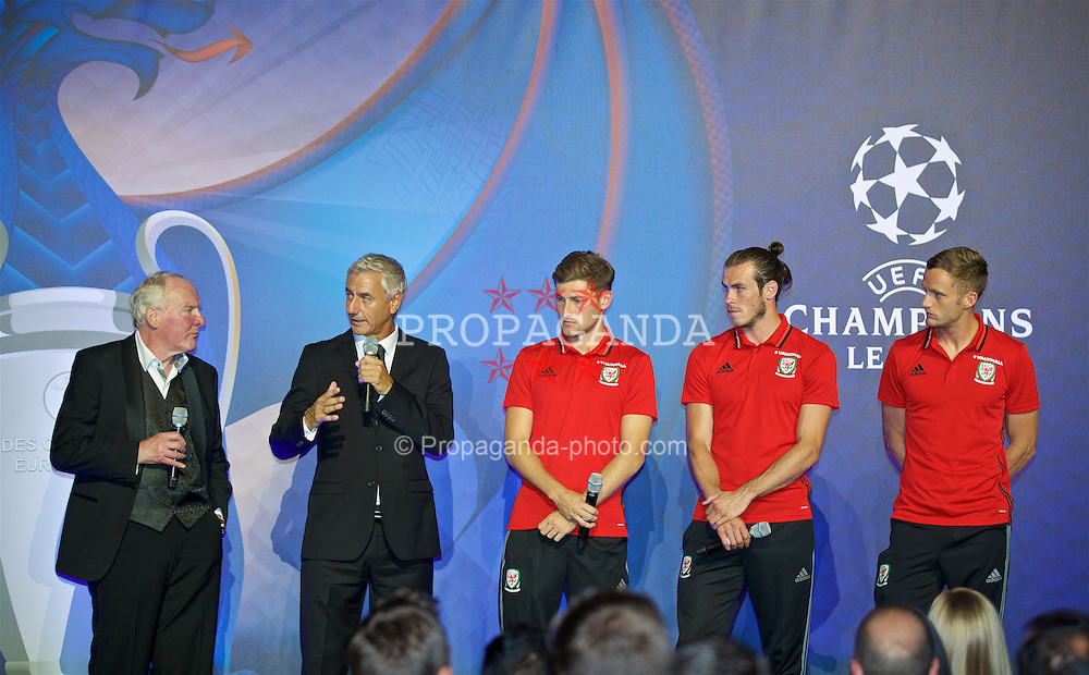 CARDIFF, WALES - Wednesday, August 31, 2016: Terry Yorath with former winner Ian Rush alongside European Cup players Ben Davies, Gareth Bale and Andy King during a gala dinner at the Cardiff Museum to launch the UEFA Champions League Finals 2017 to be held in Cardiff. (Pic by David Rawcliffe/Propaganda)