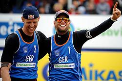 03-06-2012 VOLLEYBAL: EK BEACHVOLLEYBAL FINAL: SCHEVENINGEN<br /> (L-R) Jonas Reckermann, Julius Brink<br /> &copy;2012-FotoHoogendoorn.nl