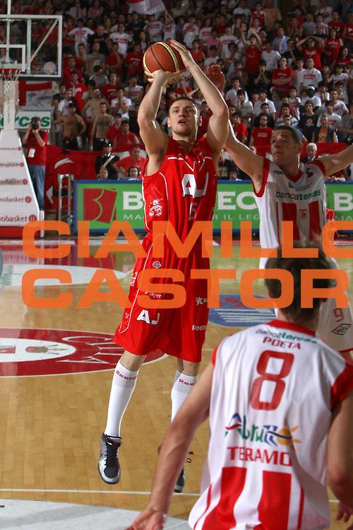 DESCRIZIONE : Teramo Lega A 2008-09 Playoff Quarti di finale Gara 3 Bancatercas Teramo Armani Jeans Milano<br /> GIOCATORE : Minadaugas Katelynas<br /> SQUADRA : Armani Jeans Milano<br /> EVENTO : Campionato Lega A 2008-2009 <br /> GARA : Bancatercas Teramo Armani Jeans Milano<br /> DATA : 22/05/2009<br /> CATEGORIA : tiro<br /> SPORT : Pallacanestro <br /> AUTORE : Agenzia Ciamillo-Castoria/C.De Massis