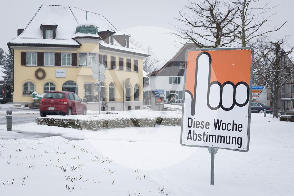 SCHWEIZ - FAHRWANGEN - Hinweis Tafel: Diese Woche Abstimmung - 01. März 2018 © Raphael Hünerfauth - http://huenerfauth.ch