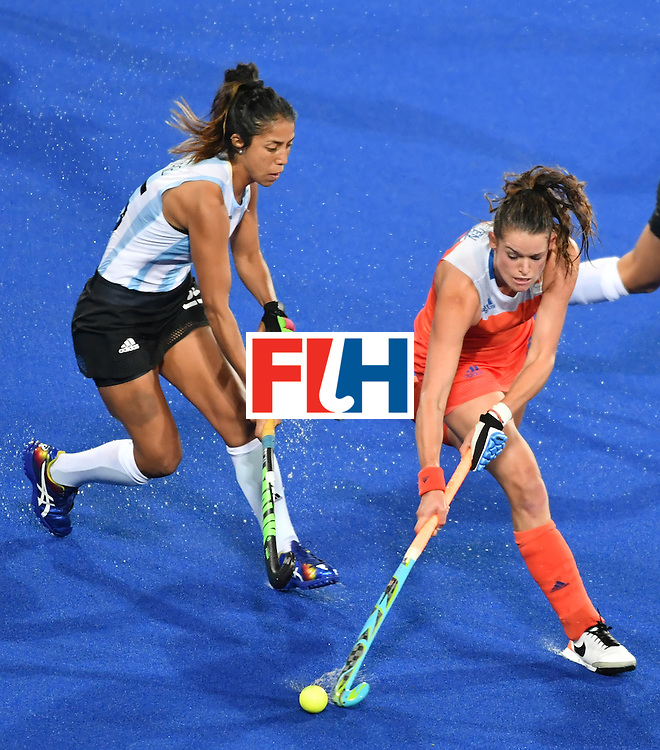 Argentina's Gabriela Aguirre (L) vies with Netherland's Lidewij Welten during the women's quarterfinal field hockey Netherland vs Argentina match of the Rio 2016 Olympics Games at the Olympic Hockey Centre in Rio de Janeiro on August 15, 2016.  / AFP / Pascal GUYOT        (Photo credit should read PASCAL GUYOT/AFP/Getty Images)