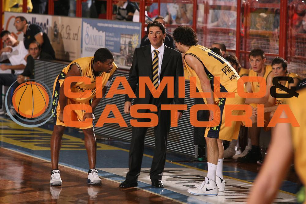 DESCRIZIONE : Porto San Giorgio Lega A1 2007-08 Premiata Montegranaro Scavolini Spar Pesaro <br /> GIOCATORE : Finelli <br /> SQUADRA : Premiata Montegranaro <br /> EVENTO : Campionato Lega A1 2007-2008 <br /> GARA : Premiata Montegranaro Scavolini Spar Pesaro <br /> DATA : 21/10/2007 <br /> CATEGORIA : <br /> SPORT : Pallacanestro <br /> AUTORE : Agenzia Ciamillo-Castoria/G.Ciamillo