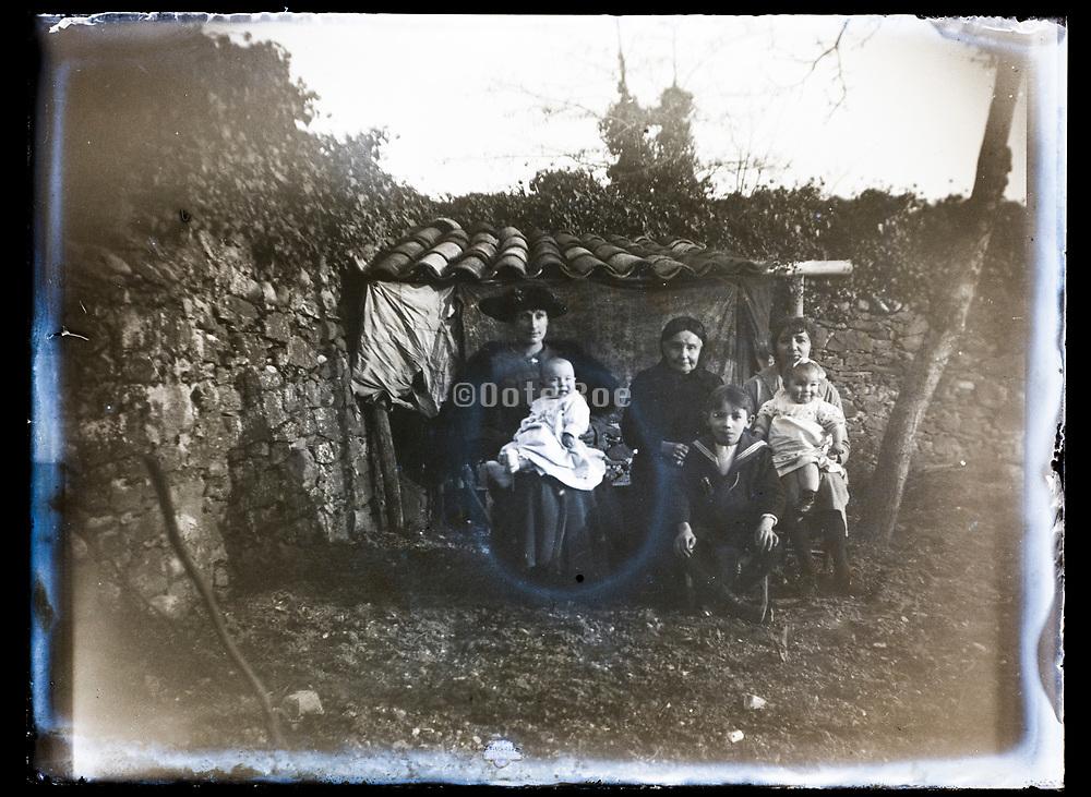deteriorating women with children family portrait France 1921