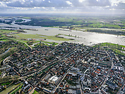 Nederland, Zuid-Holland, Gorinchem,25-02-2020; vestingstad gelegen aan Linge en Boven-Merwede. In de achtergrond Slot Loevestein.<br /> Fortified city located at river Upper Merwede (continuation river Rhine).<br /> luchtfoto (toeslag op standard tarieven);<br /> aerial photo (additional fee required)<br /> copyright © 2020 foto/photo Siebe Swart