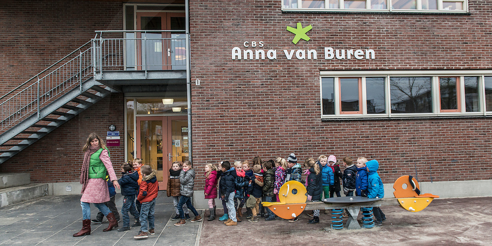 Nederland, Enschede 03dec2014 Anna van Buren School doet gooi naar predikaat Excellent.