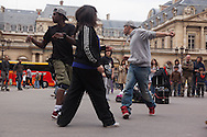 France. Paris 1st district. hip hop dancers Palais royal square ,paris / danseurs de Hip Hop sur la place du palais royal paris