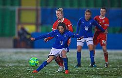 CESENA, ITALY - Tuesday, January 22, 2019: Wales' Rhiannon Roberts tackles Italy's Daniela Sabatino during the International Friendly between Italy and Wales at the Stadio Dino Manuzzi. (Pic by David Rawcliffe/Propaganda)