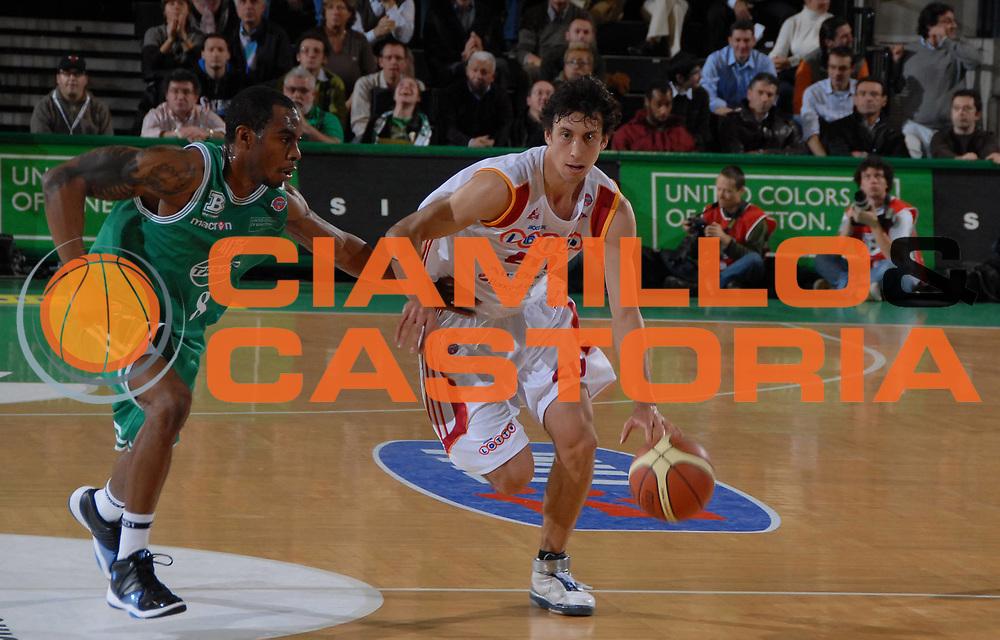 DESCRIZIONE : Treviso Lega A1 2007-08 Benetton Treviso Lottomatica Virtus Roma<br /> GIOCATORE : Roko Ukic<br /> SQUADRA : Lottomatica Virtus Roma<br /> EVENTO : Campionato Lega A1 2007-2008<br /> GARA : Benetton Treviso Lottomatica Virtus Roma<br /> DATA : 04/11/2007<br /> CATEGORIA : Paleeggio<br /> SPORT : Pallacanestro<br /> AUTORE : Agenzia Ciamillo-Castoria/M.Gregolin<br /> Fotonotizia : Treviso Campionato Italiano Lega A1 2007-2008 Benetton Treviso Lottomatica Virtus Roma<br /> Predefinita :