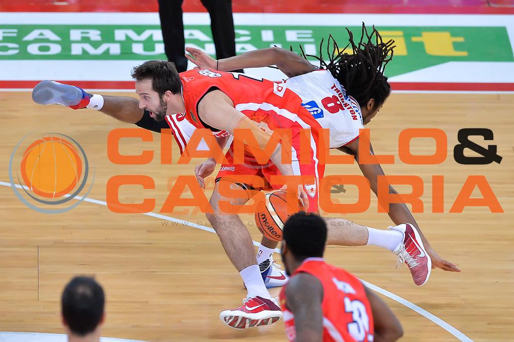 Daniele Cavaliero, Marcus Thornton<br /> Consultinvest Victoria Libertas Pesaro - Openjobmetis Pallacanestro Varese<br /> Lega Basket Serie A 2016/2017<br /> Pesaro, 13/11/2016<br /> Foto Ciamillo - Castoria