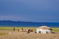 Mongolie, province de Bayankhongor, desert de Gobi, campement nomade // Mongolia, Bayankhongor province, Gobi desert, nomad camp