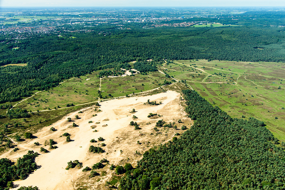 Nederland, Gelderland, Gemeente Rheden, 17-07-2017; Nationaal Park Veluwezoom. Heuvelachtige met bos, heide, en een enkele zandverstuiving.<br /> National Park Veluwezoom. Armhem aan de verre horizon. Hilly terrain with forest, heath, and a incidental sand drift.<br /> luchtfoto (toeslag op standard tarieven);<br /> aerial photo (additional fee required);<br /> copyright foto/photo Siebe Swart