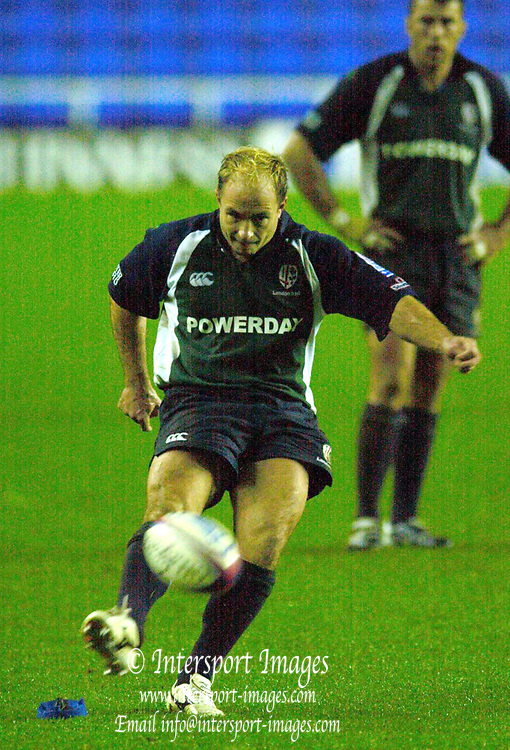 © Peter Spurrier/Intersport Images .Tel + 441494783165 email images@Intersport-images.com.30/11/2003 - Photo  Peter Spurrier.2003/04 Zurich Premiership Rugby - London Irish v Sale Sharks.Exiles Mark Mapletoft, puts the game beyond doubt with a 88 minute kicked penalty.