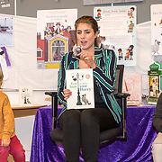 NLD/Amsterdam/201901213 - BN'ers bij het Nationale Voorleesontbijt 2019, Marieke Elsinga leest voor aan de kindjes
