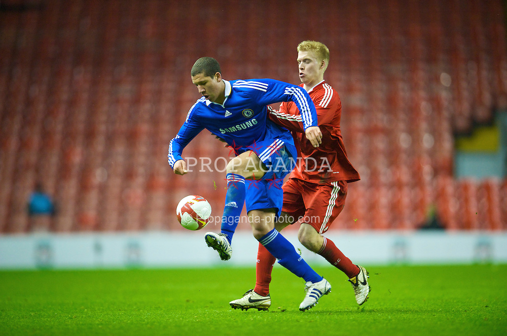 LIVERPOOL, ENGLAND - Thursday, February 5, 2009: Liverpool's Lauri Dalla Valle in action against Chelsea's Jeffrey Bruma Van Homoet during the FA Youth Cup 5th Round match at Anfield. (Mandatory credit: David Rawcliffe/Propaganda)