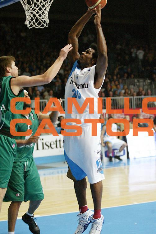 DESCRIZIONE : Cantu Lega A1 2006-07 Tisettanta Cantu Montepaschi Siena<br /> GIOCATORE : Williams<br /> SQUADRA : Tisettanta Cantu<br /> EVENTO : Campionato Lega A1 2006-2007 <br /> GARA : Tisettanta Cantu Montepaschi Siena <br /> DATA : 19/11/2006 <br /> CATEGORIA : Tiro<br /> SPORT : Pallacanestro <br /> AUTORE : Agenzia Ciamillo-Castoria/G.Cottini