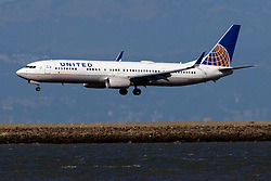 Boeing 737-924(ER) (N68811) operated by United Airlines landing at San Francisco International Airport (KSFO), San Francisco, California, United States of America