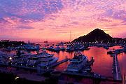 amanecer roza en la marina de cabo san lucas