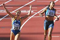 Friidrett. VM 2001 Edmonton. Zieleinlauf  v.l.  Zhanna PINTUSEVICH-BLOCK , Marion JONES<br />                        Leichtathletik  WM 2001   Finale 100m Lauf