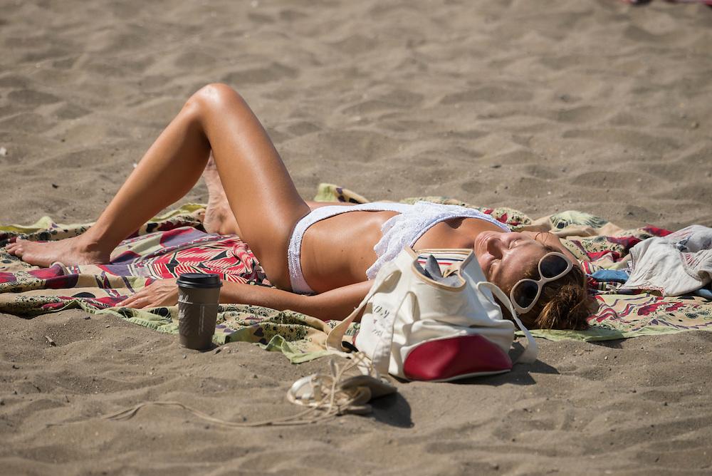 Canada, British Columbia, Vancouver ,English Bay, Kitsilano Beach, University Peninsula, woman on the baech