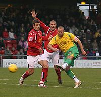 Photo: Mark Stephenson.<br />Crewe Alexander v Swansea City. Coca Cola League 1. 26/12/2006.;<br />Swansea's. goal scorer Lee Trundle shoots for goal.