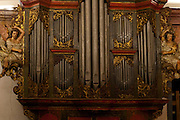 Mariana_MG. Brasil.<br /> <br /> O orgao da Se de Mariana possui 18 registros, fileiras de tubos com sons e alturas diferentes, que sao distribuidos em dois manuais - teclados. Ele mistura de forma muito harmonica as influencias portuguesa e alema. <br /> <br /> The Arp Schnitger organ, the XVIII century, located in Cathedral City with the realization of more than 100 concerts a year, Mariana, Minas Gerais.<br /> <br /> Foto: MARCUS DESIMONI / NITRO