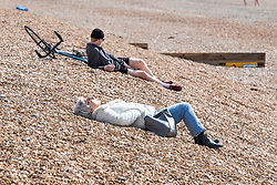 © Licensed to London News Pictures. 01/04/2020. Brighton, UK. Members of the public take advantage of the sunshine to spend some time on the beach in Brighton and Hove. Photo credit: Hugo Michiels/LNP