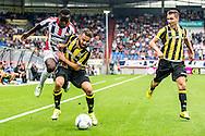 09-08-2015 VOETBAL: WILLEM II-VITESSE:TILBURG<br /> Lesley de Sa van Willem II in duel met Rochdi Achenteh van Vitesse <br /> <br /> Foto: Geert van Erven