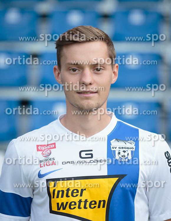 15.09.2015, Das Goldberg Stadion, Groedig, AUT, 1. FBL, Fototermin SV Groedig, im Bild Robert Voelkl (SV Groedig) // during the official Team and Portrait Photoshoot of Austrian Football Bundesliga Team SV Groedig at the Das Goldberg Stadion, Groedig, Austria on 2015/09/15. EXPA Pictures © 2015, PhotoCredit: EXPA/ JFK