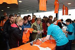 29-12-2013 VOLLEYBAL: DELA TROPHY NEDERLAND - FRANKRIJK: DEN BOSCH<br /> Nederland verliest de eerste wedstrijd met 3-0 van Frankrijk / Grote drukte op de Oranje shirtjes<br /> &copy;2013-FotoHoogendoorn.nl