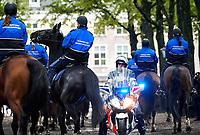 Den Haag, 16 september 2017 <br /> De Motorrijders van de KMar oefenen samen met de Paarden van de Marechaussee op het Lange Voorhout in Den Haag.
