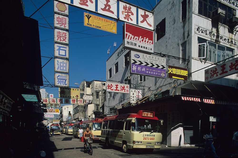 China, Hong Kong, Crowded streets in Sheung Shui in New Territories
