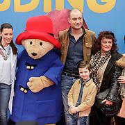 NLD/Amsterdam/20150208 - Filmpremiere  Paddington , Lange Frans met Danielle van Aalderen en kinderen Willen en Danie en de beide oma's