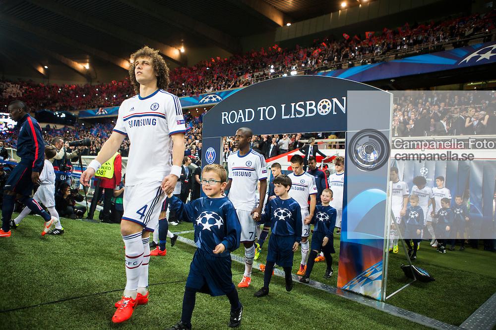 Paris 2014-04-02:  <br /> <br /> Chelsea FC 4 David Luiz makes his entrance into the Parc Des Princes for Chelsea FC quarter final match against Paris Saint-Germain in the UEFA Champions League. <br /> <br /> (Photo: Michael Campanella / Pic-Agency)