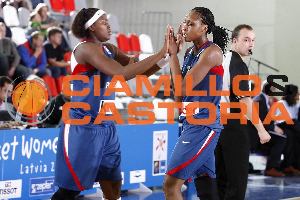 DESCRIZIONE : Valmiera Latvia Lettonia Eurobasket Women 2009 Francia Italia France Italy<br /> GIOCATORE : Sandrine Gruda Isabelle Yacoubou Dehoui<br /> SQUADRA : Francia France<br /> EVENTO : Eurobasket Women 2009 Campionati Europei Donne 2009 <br /> GARA : Francia Italia France Italy<br /> DATA : 07/06/2009 <br /> CATEGORIA : esultanza<br /> SPORT : Pallacanestro <br /> AUTORE : Agenzia Ciamillo-Castoria/E.Castoria