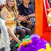 NLD/Tilburg/20170427- Koningsdag 2017,  Koningin Maxima met dochter Amalia