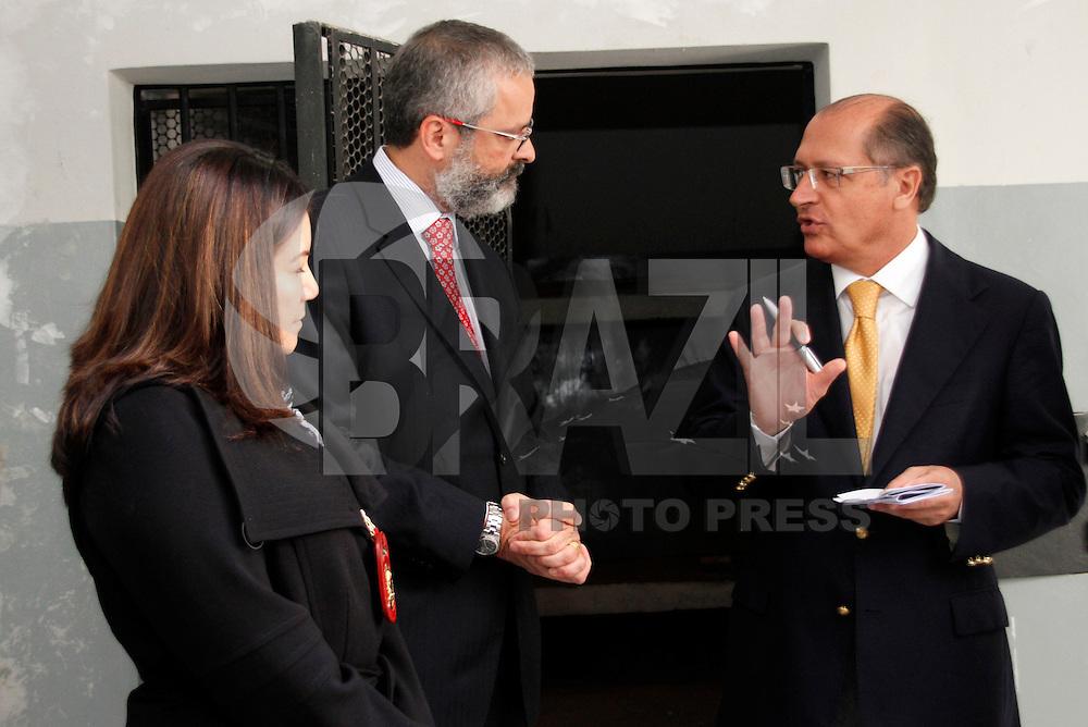 S&Atilde;O PAULO,SP,25 JULHO 2011 - GOVERNADOR VISITA CENTRAL DE FLAGRANTE ZONA LESTE <br /> O governador Geraldo Alckmin visitou nesta segunda-feira (25), a Central de Flagrantes da 5&ordf; Seccional, na Zona Leste de S&atilde;o Paulo. A unidade abrange, em termos territoriais, 100 km&sup2; e uma popula&ccedil;&atilde;o de mais de um milh&atilde;o de habitantes.FOTO ALE VIANNA - NEWS FREE
