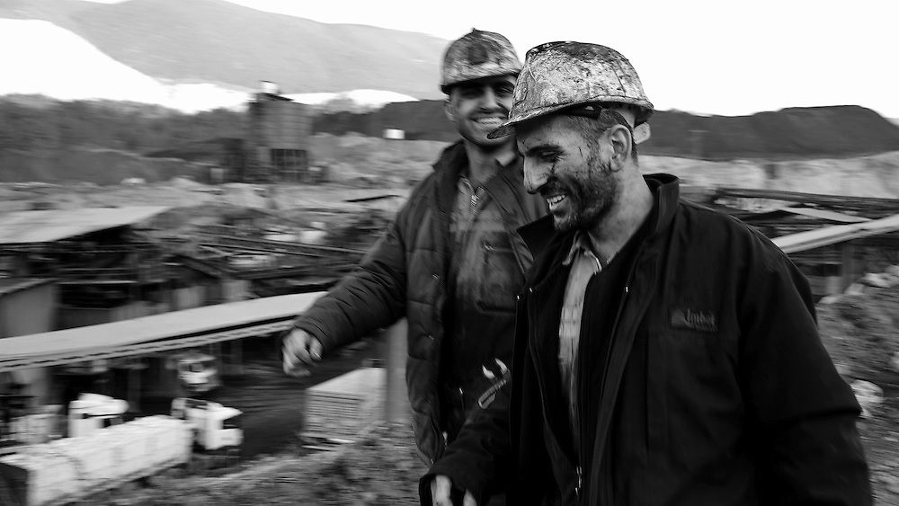 Coal-black portraits at the end of the shift