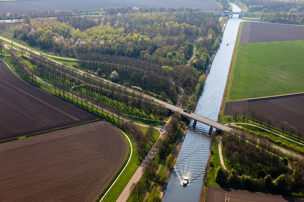 Nederland, Flevoland, Zeewolde, 01-05-2013; Hoge Vaartbos met Gooiseweg, zuidwestelijk van Biddinghuizen. <br /> Wood, channel Hoge Vaart and motorway bridges in Zeewolde.<br /> luchtfoto (toeslag op standard tarieven);<br /> aerial photo (additional fee required);<br /> copyright foto/photo Siebe Swart